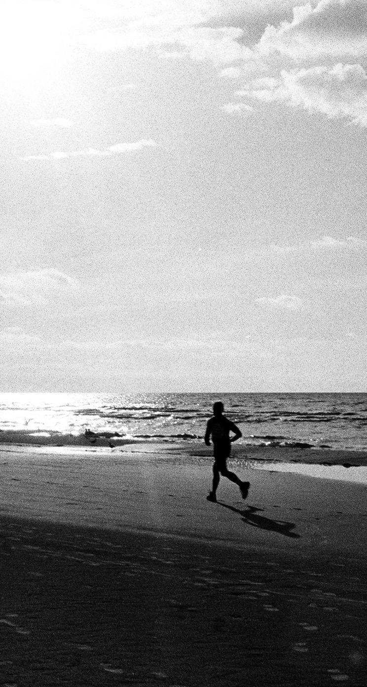 Landscape Sea Running People Monochrome Wallpaper Sc